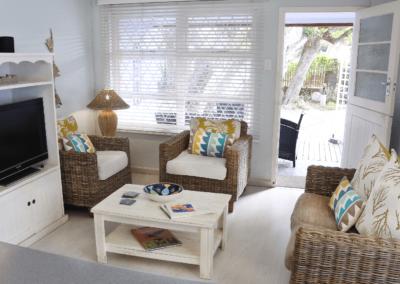 Kenton Beach Cottages Accommodation – Driftwood – Lounge (2)