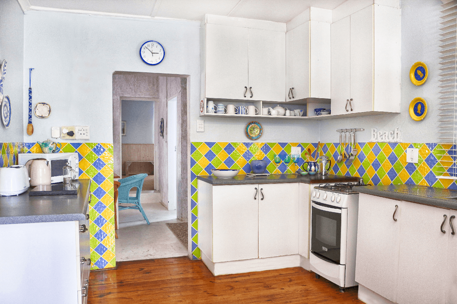 Kenton on sea Beach Cottages Accommodation – Out of the Blue – Kitchen (2)